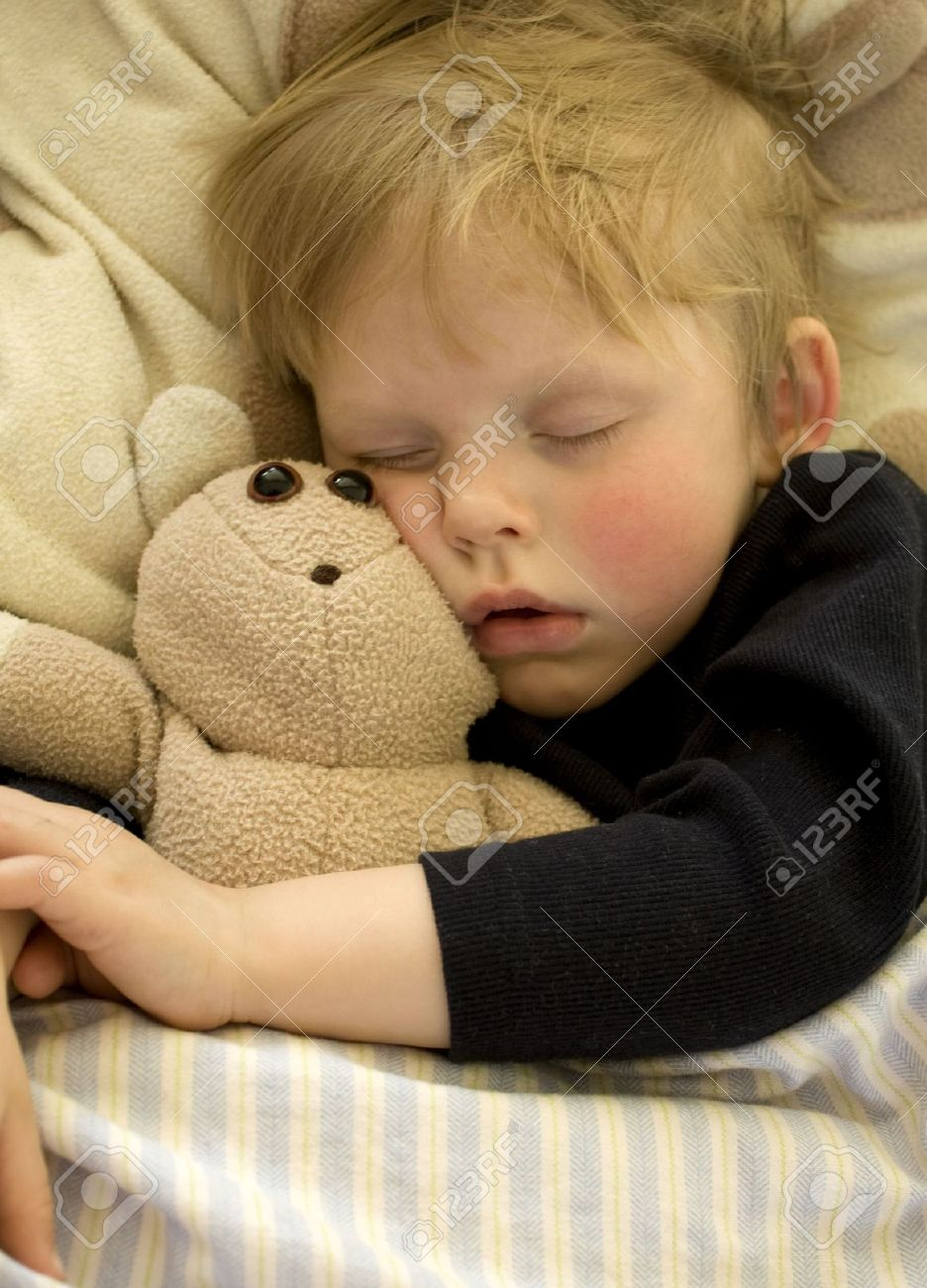 Cute sleeping child cuddling his teddy bear - 6965389