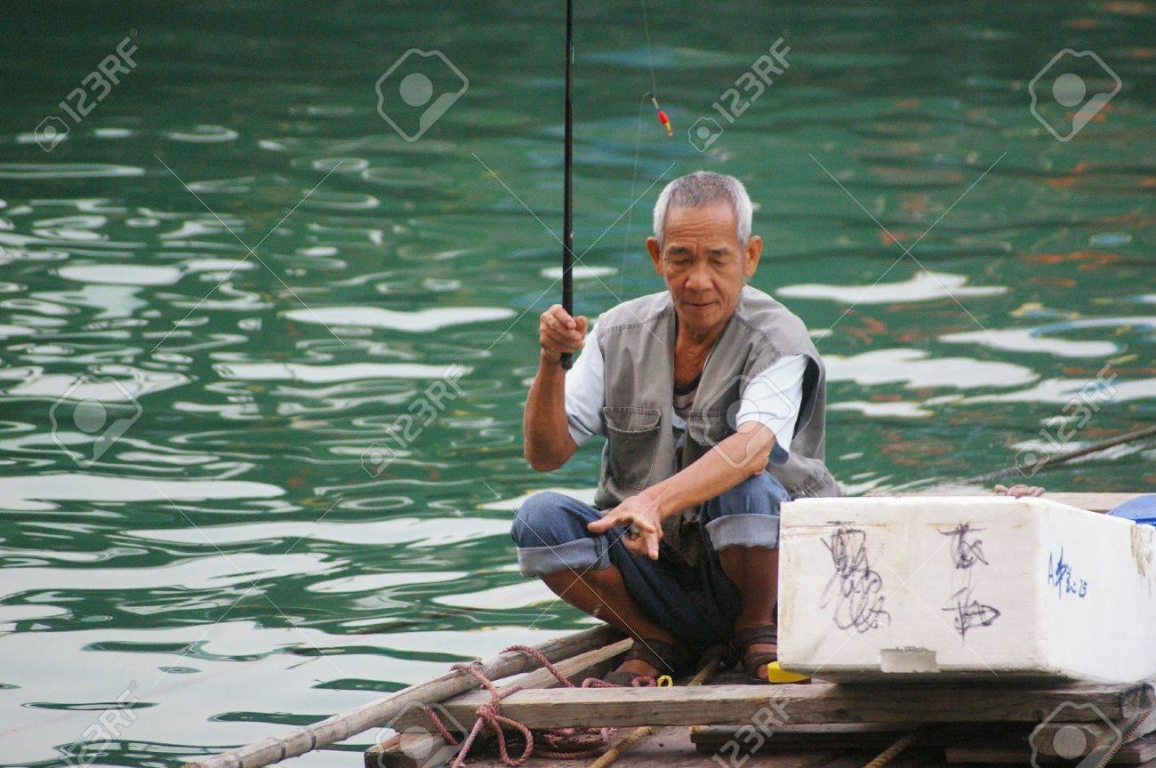 HONG KONG - NOV 29, An old fisherman in Hong Kong on 29 November, 2009.  Stock Photo - 12935887