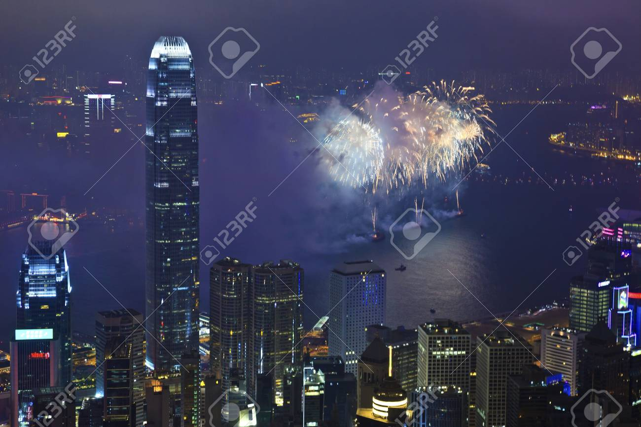 HONG KONG - FEBRUARY 11, Hong Kong Chinese New Year Fireworks at Victoria Harbour, Hong Kong on 11 February, 2013. It is the celebration of year of snake and lasts for 30 minutes. Stock Photo - 18585050