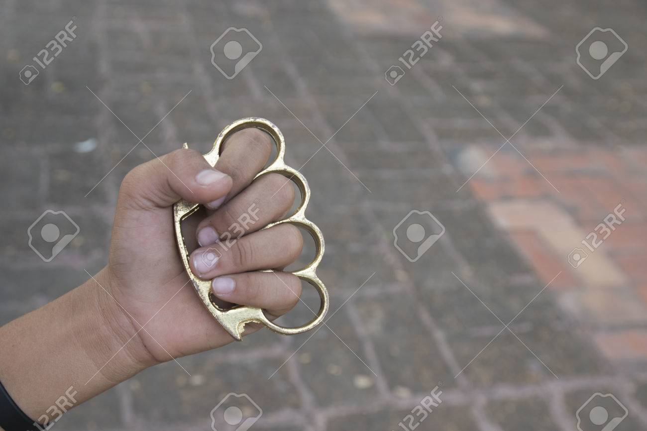How to wear safely brass knuckles images