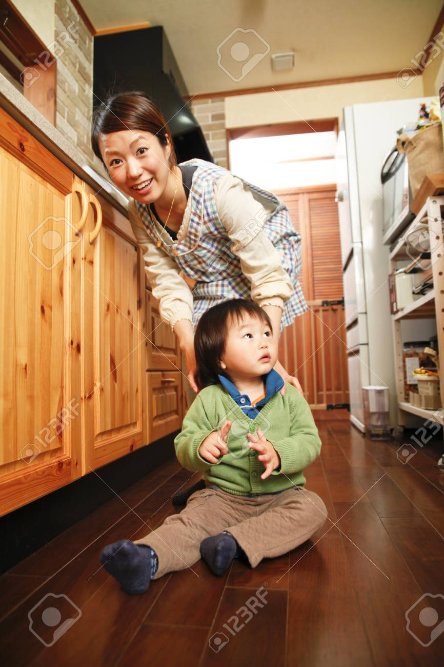 Oriental s parent and child Stock Photo - 12453738