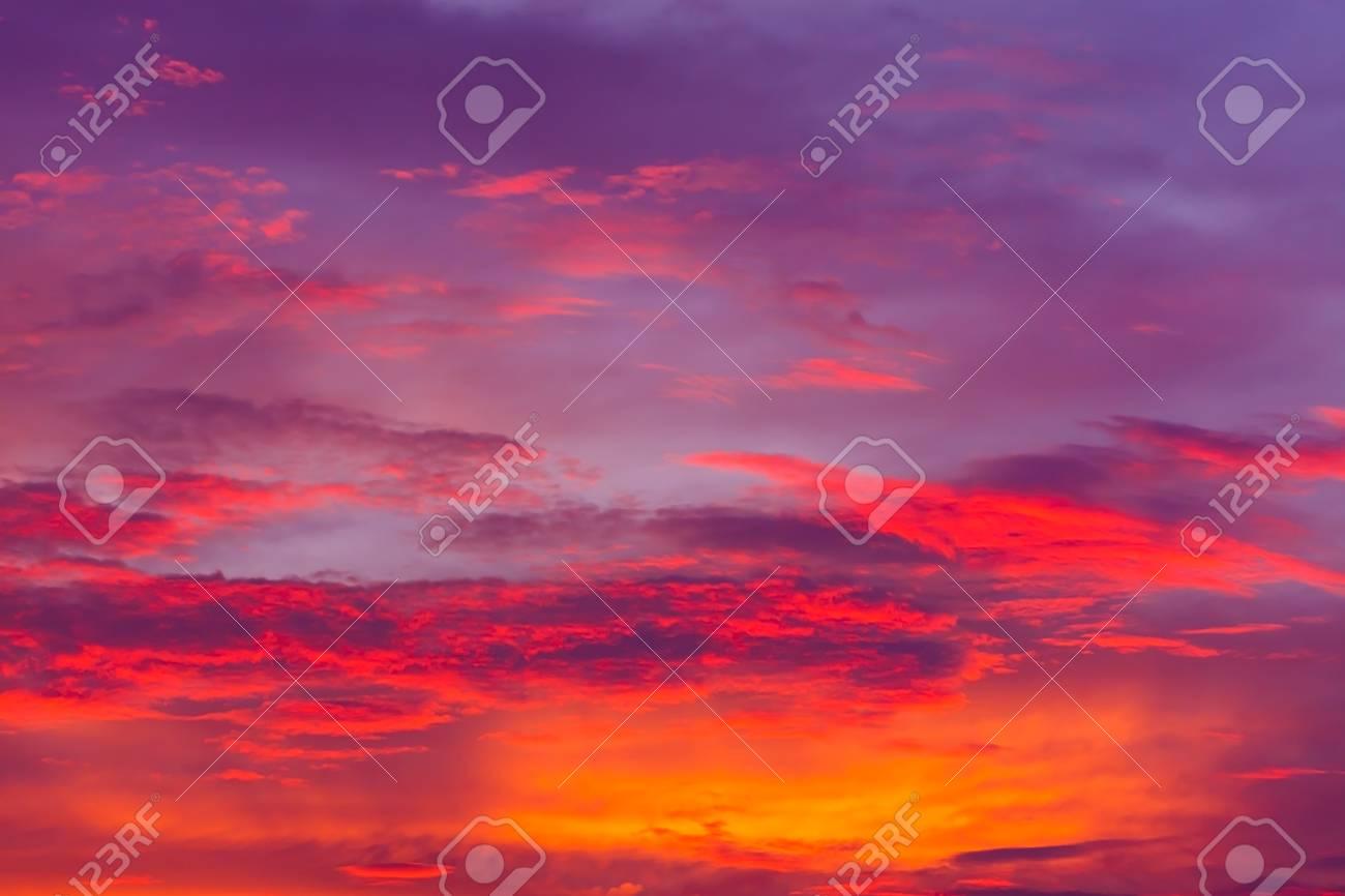 Cielo Rosso Di Notte.Priorita Bassa Di Natura Cielo Rosso Durante La Notte E Nuvole
