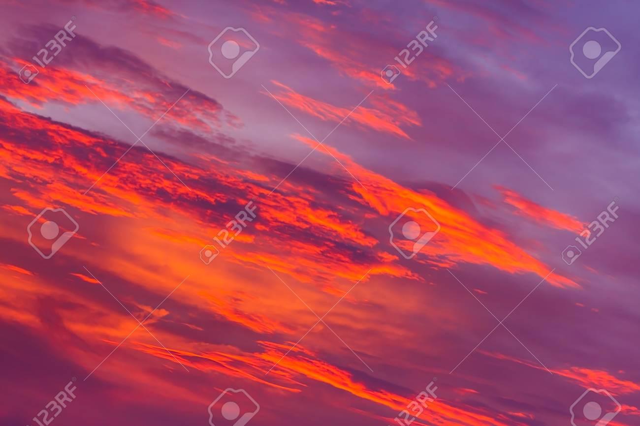 Cielo Rosso Di Notte.Immagini Stock Priorita Bassa Di Natura Cielo Rosso Durante La