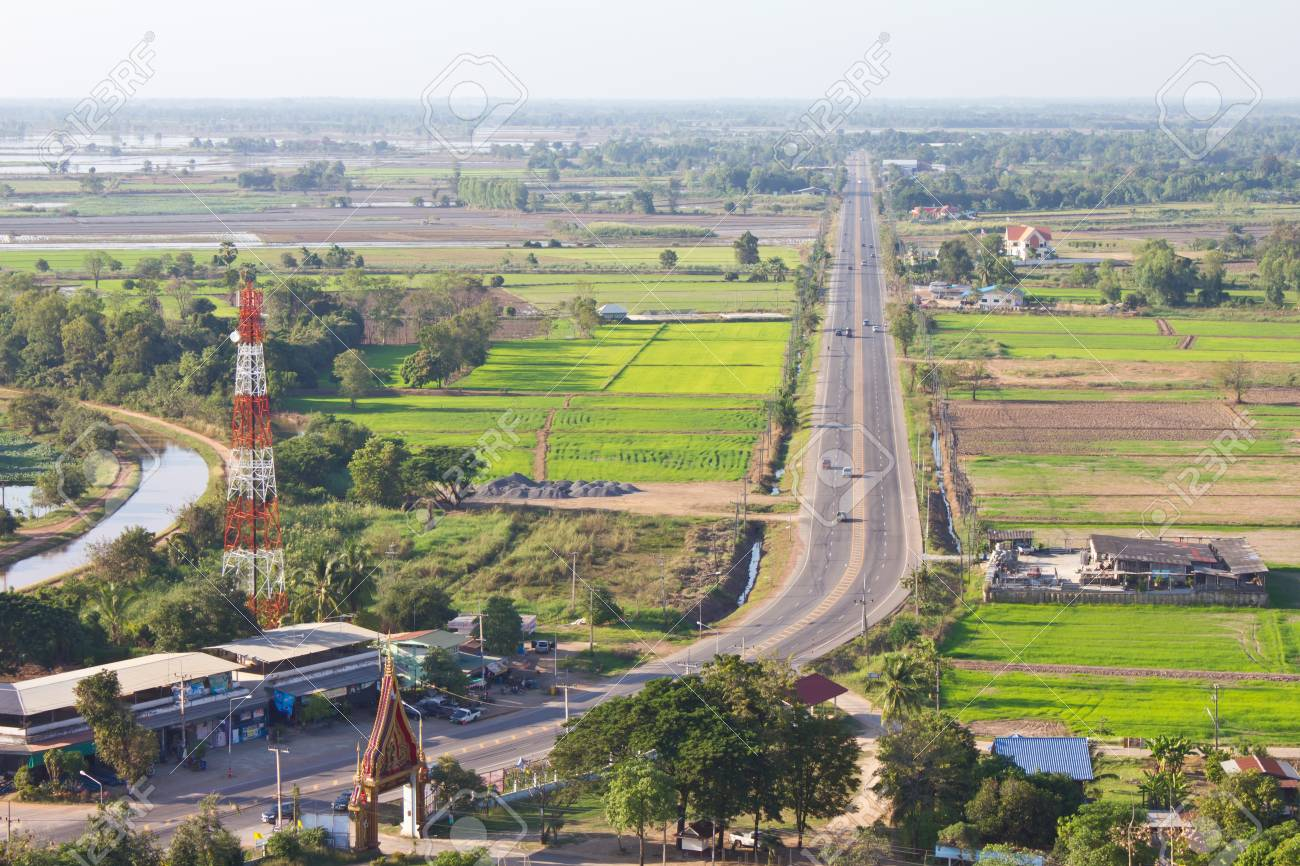 Rural roads that cut through the rice fields of high angle. Stock Photo - 11546553