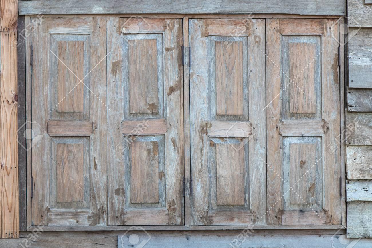 hintergrund alte holztüren, fenster, alte verlassene verwittert