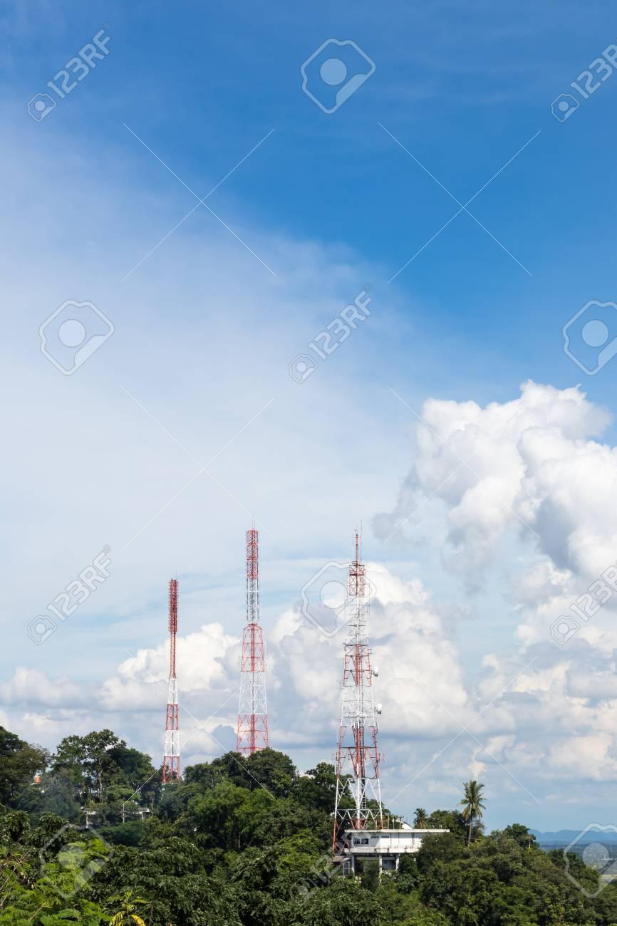 Immagini Stock La Vista Dei Pali Delle Telecomunicazioni è Montata