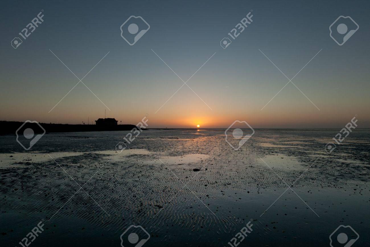 アーメラント島の湿地をワッデン...