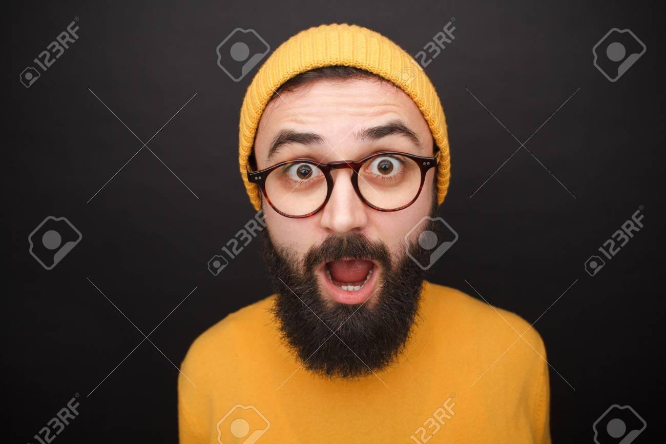 Amazed bearded man in yellow hat - 93518405