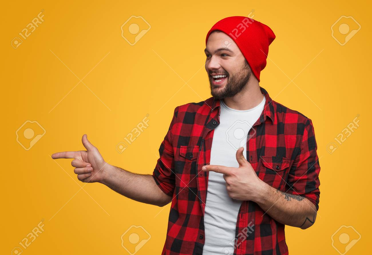 Cheerful man pointing left - 104582535