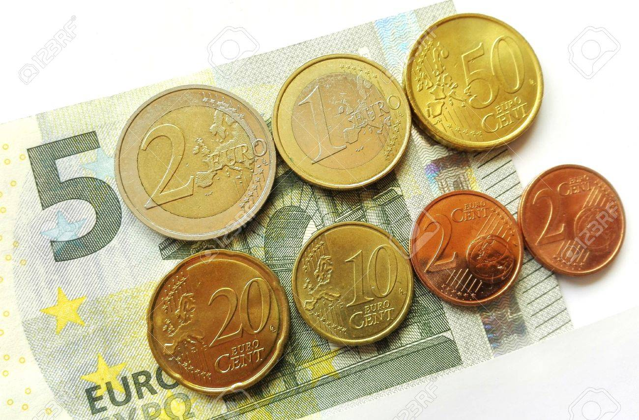 Germany minimum wage increase - Increased The German minimum wage from 2017th as 5 euro note and coins. - 60581394