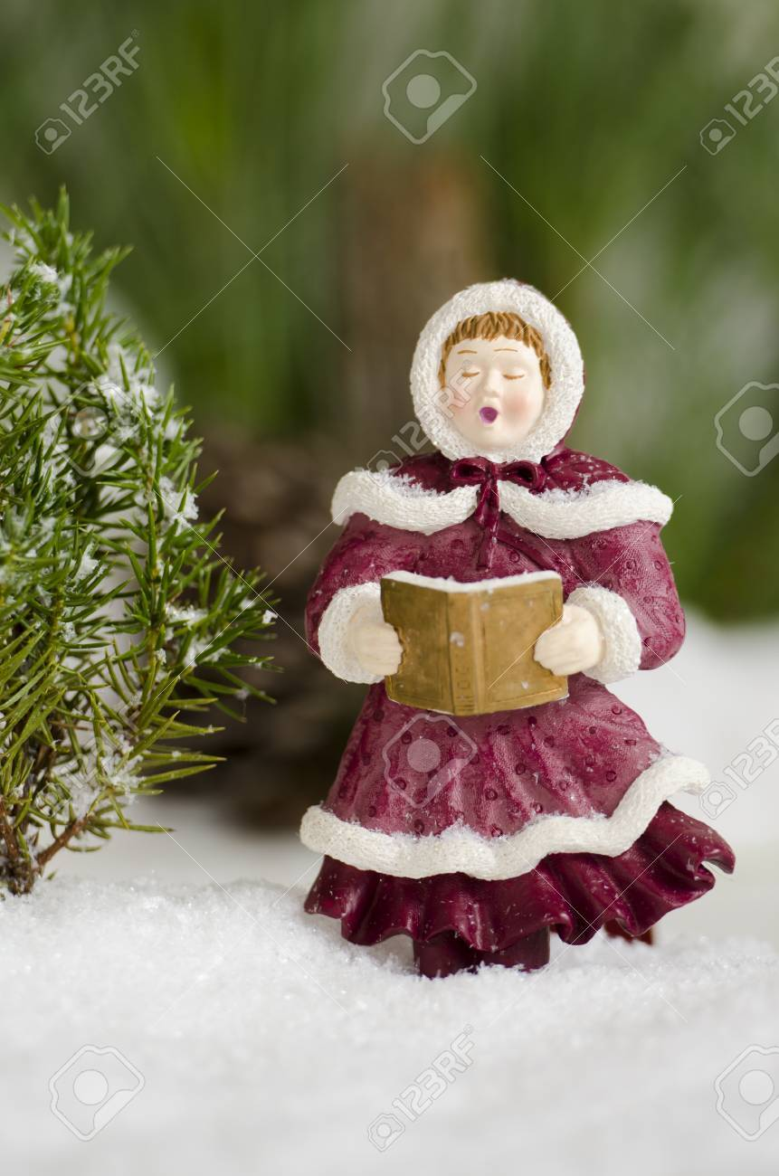 Christmas Carol Singers Ornaments.Christmas Ornament Singing Carols In The Snow