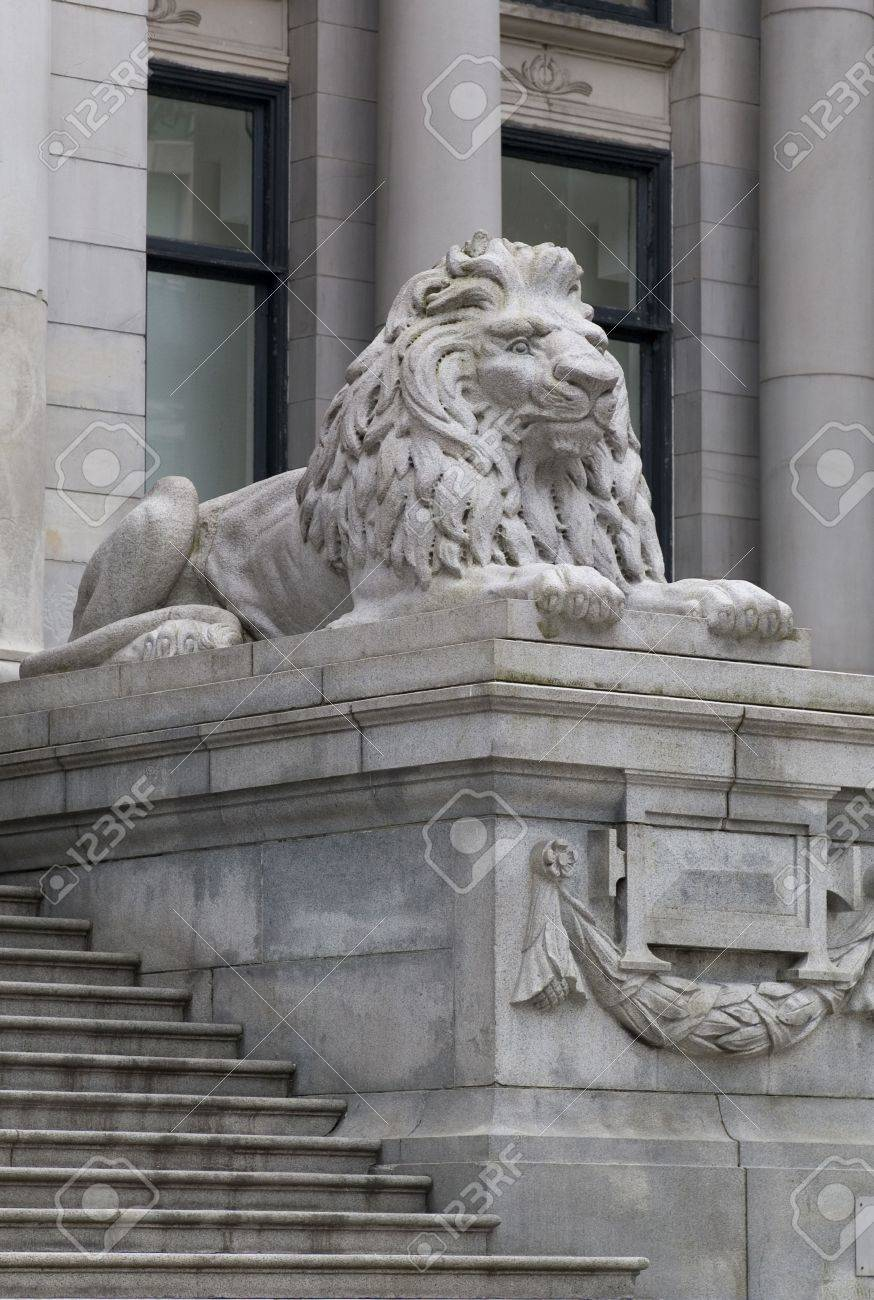Stock Photo   Vancouver British Columbia, Lion Statue At Staircase In  Vancouver