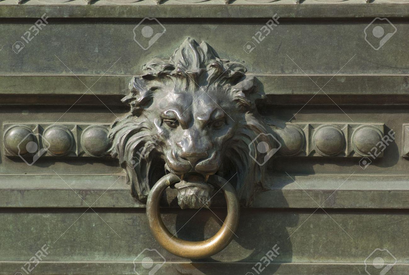 Gentil New York City, Lion Head Door Knocker Stock Photo   2428558
