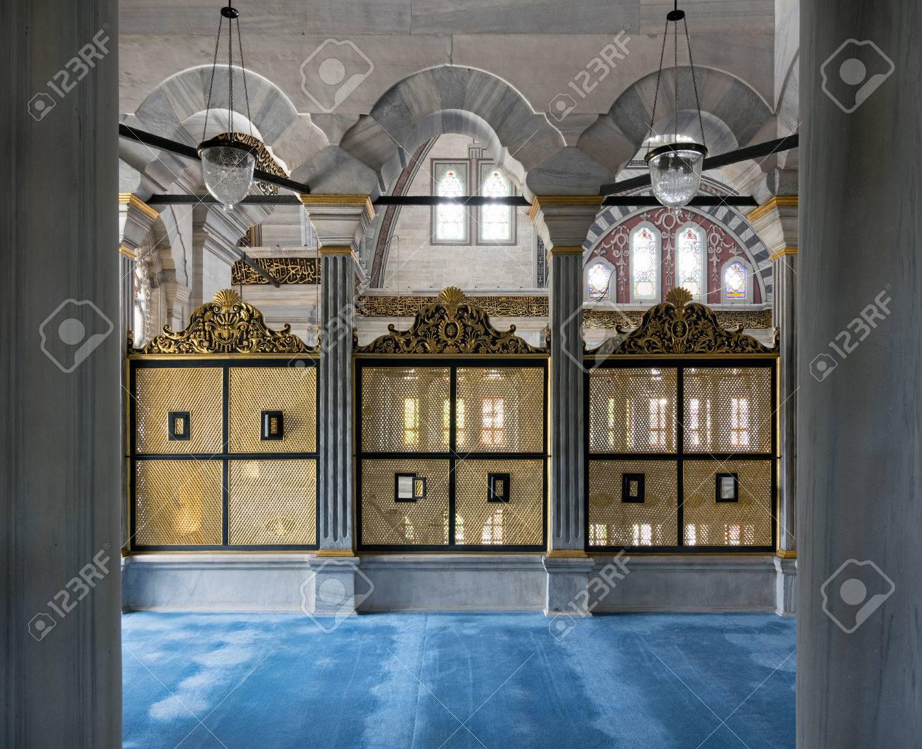 Drei Vergoldete Verzierte Interleaved Holzfenster (Mashrabiya ...