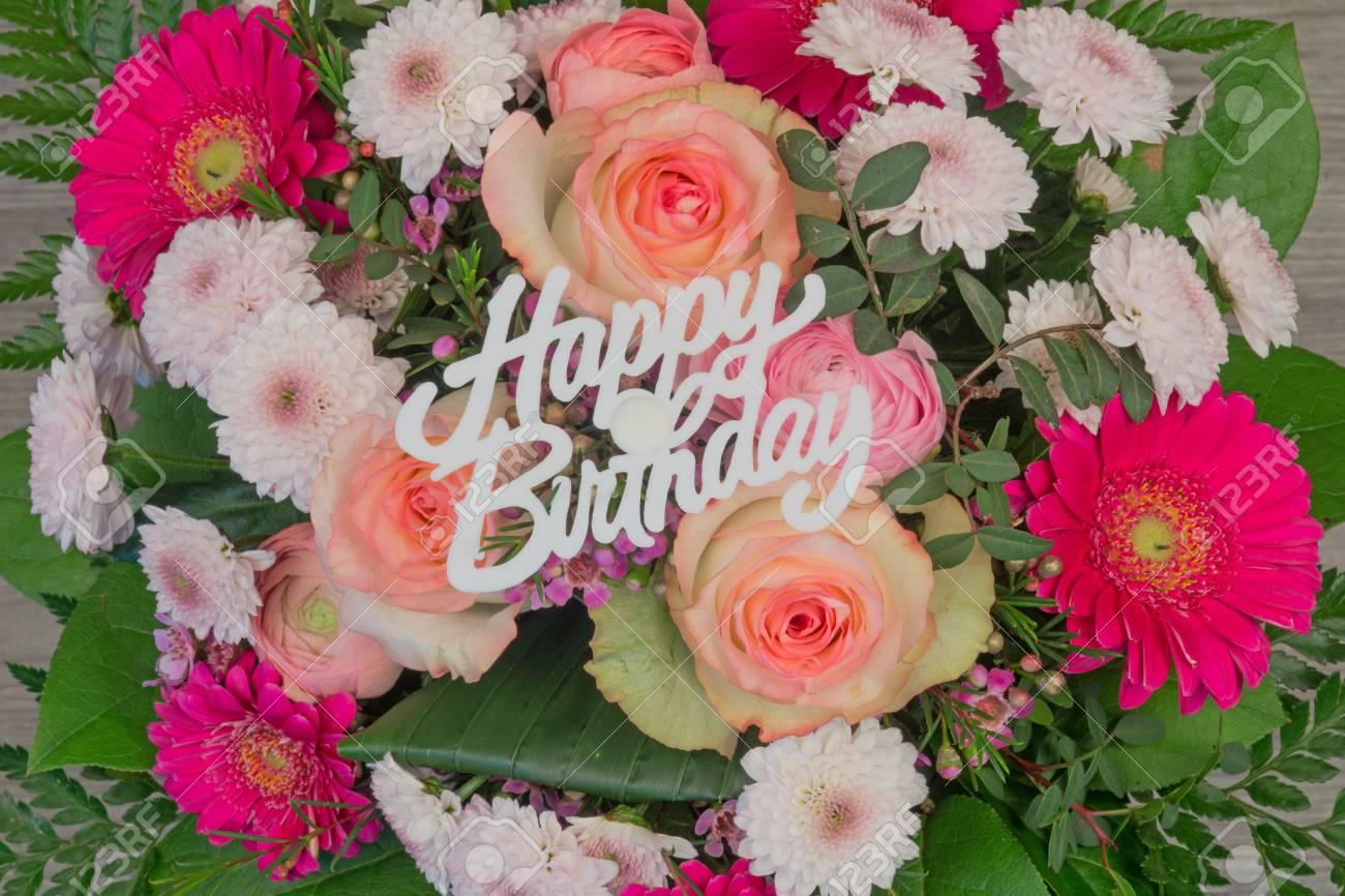 Bouquet De Fleurs Colorees Bouquet De Fleurs Avec Le Texte Joyeux Anniversaire Banque D Images Et Photos Libres De Droits Image 53071815