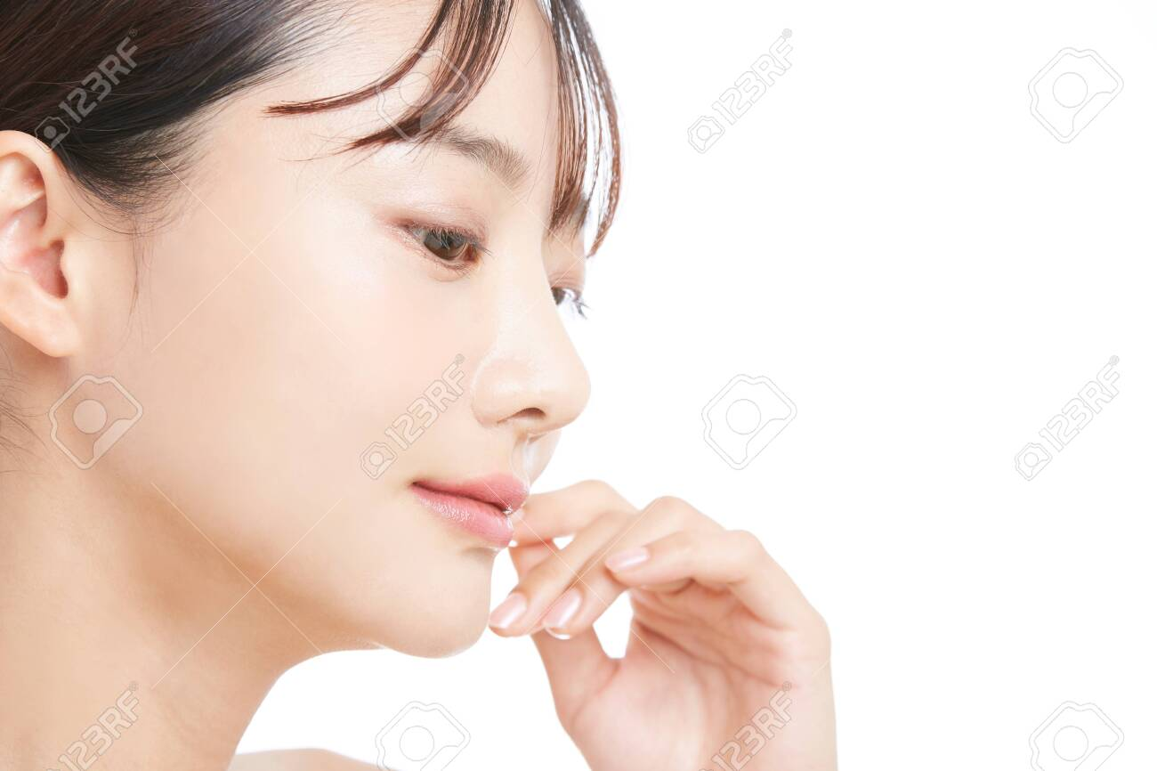 Beauty portrait of a young Asian woman with a white background - 156473810