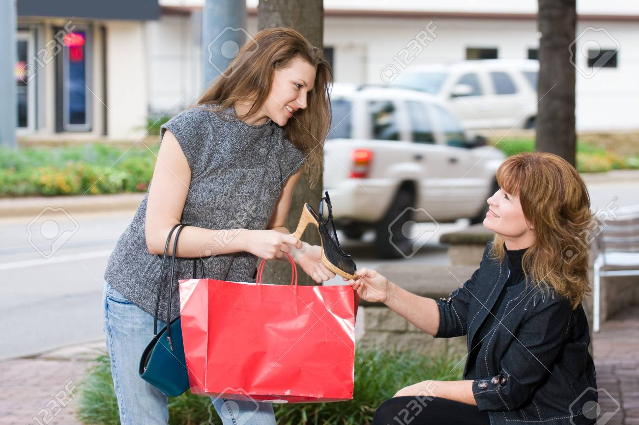 Mother and daughter on a shopping trip together in the city. Stock Photo - 4504460