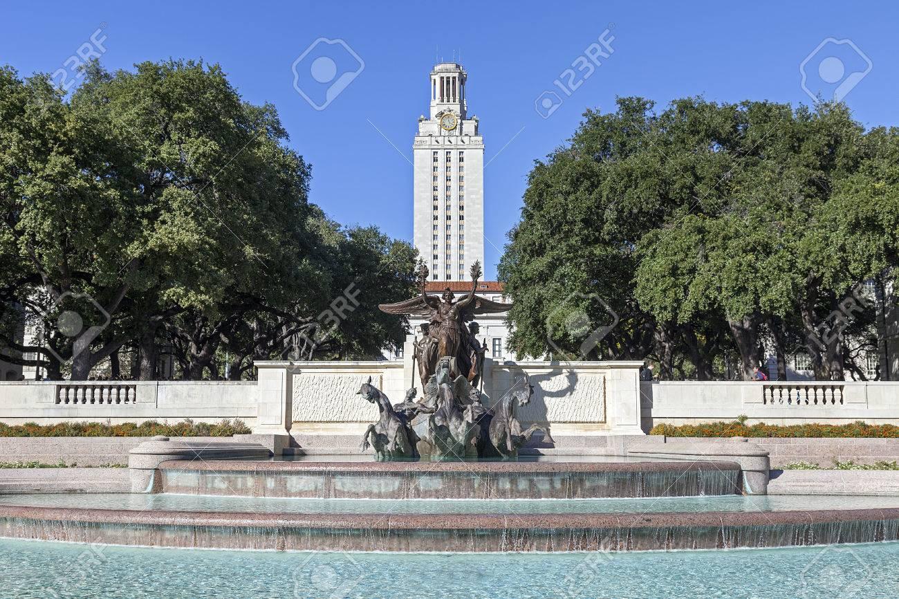テキサス大学 Austin タワー本館...