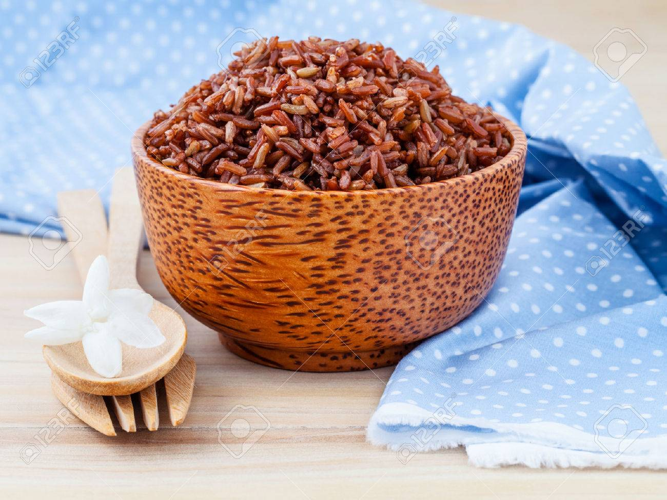Steamed whole grain traditional thai rice best rice for healthy and clean food on wooden background - 46977671