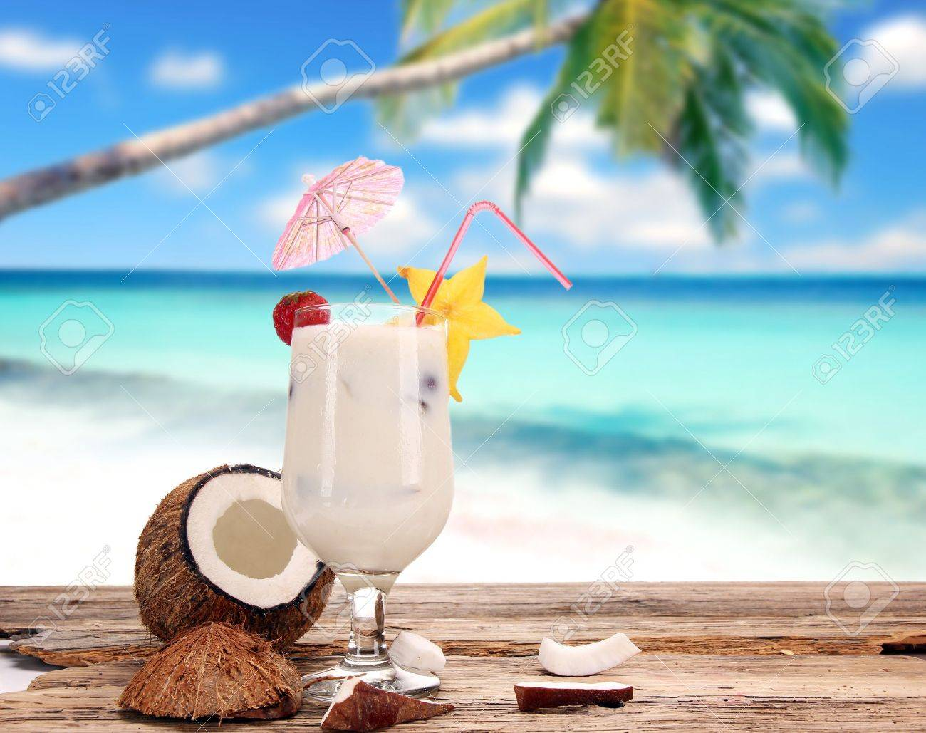 Fruit cocktail on the beach Stock Photo - 14590420
