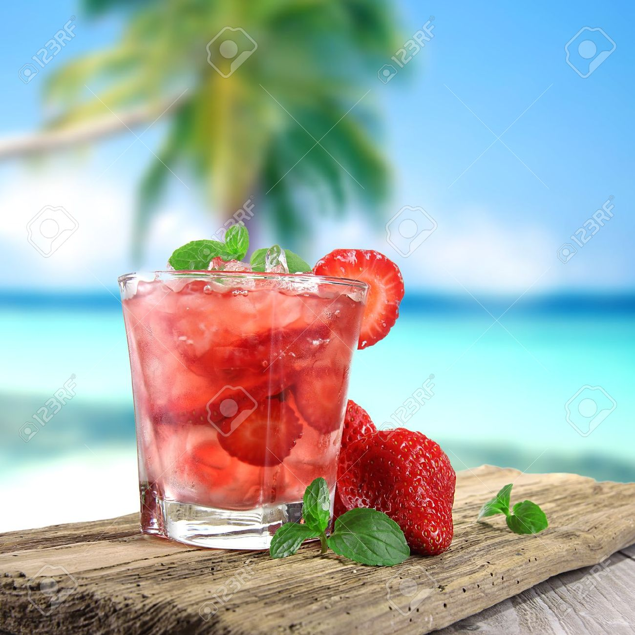 Fruit cocktail on the beach Stock Photo - 14730798