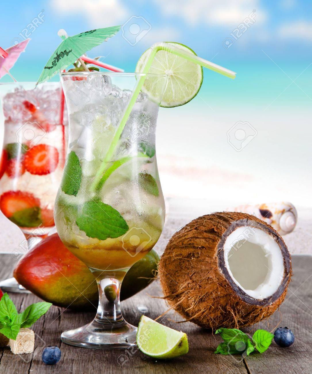 Sommer Getränke Am Strand Lizenzfreie Fotos, Bilder Und Stock ...