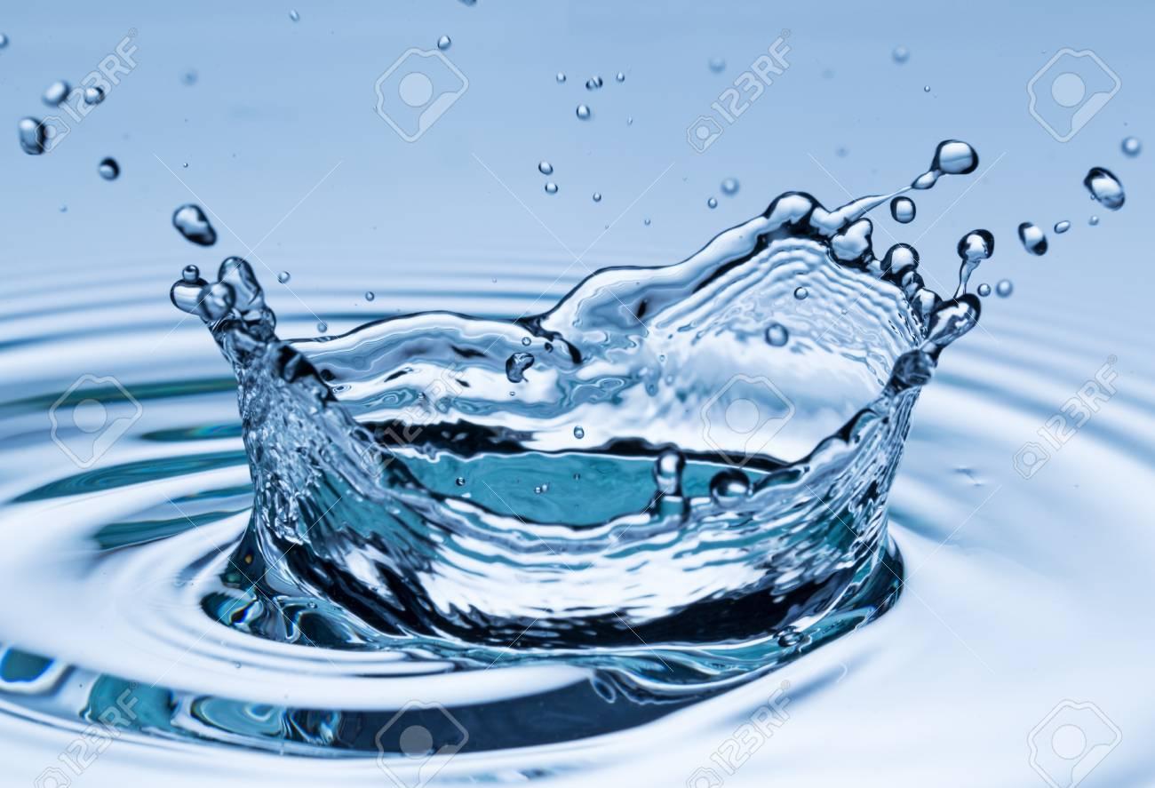 Gota De Agua En Movimiento Congelación Disparo Macro Fotos