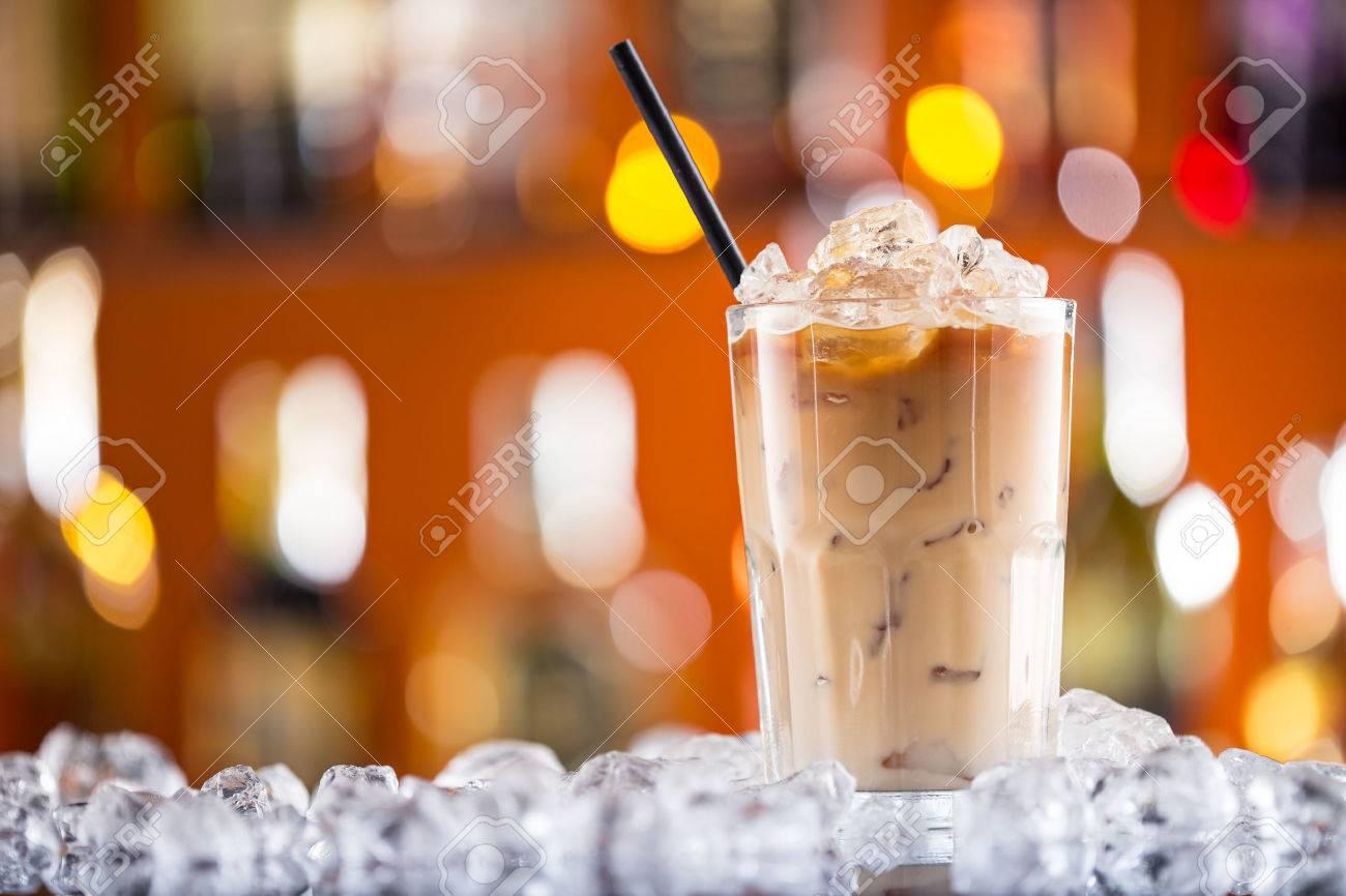 Ice coffee on bar desk, close-up. - 40148371