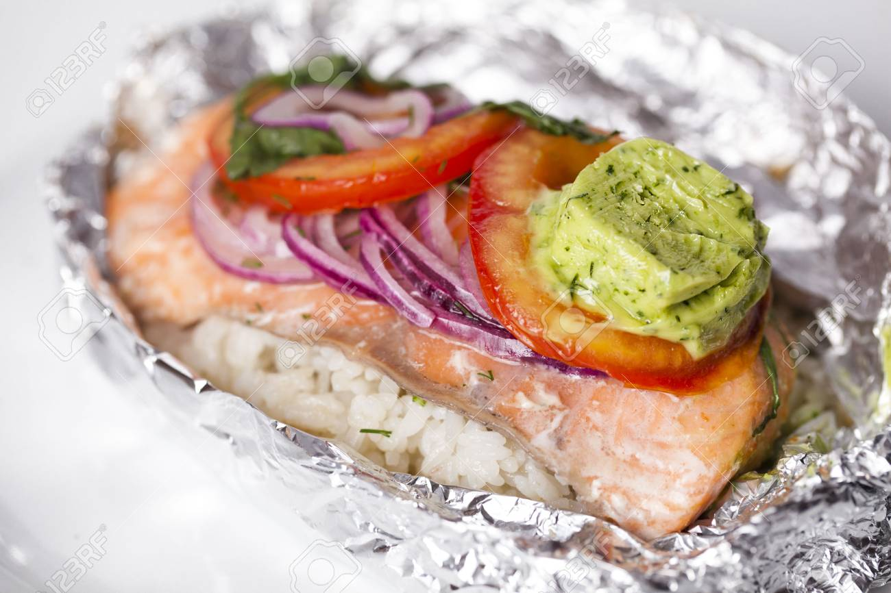 Red fish baked with onions 38