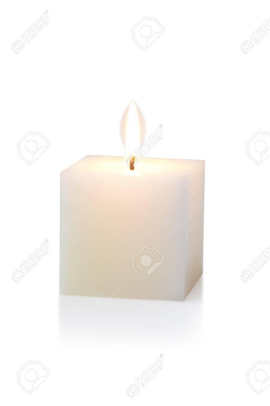 Brennen weißen kubischen Kerze, auf weißem Standard-Bild - 15479000