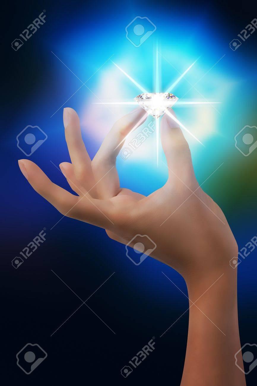Hand nip blinkende Diamant in Traum Standard-Bild - 20143890