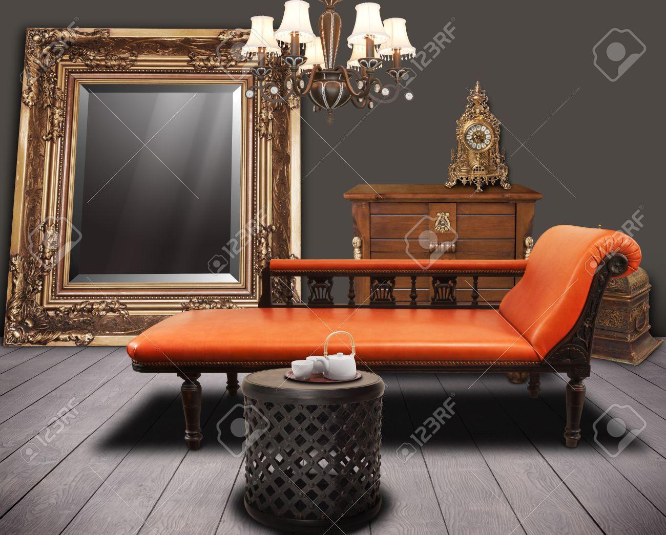 vintage furnitures decorated in living-room Standard-Bild - 23879413