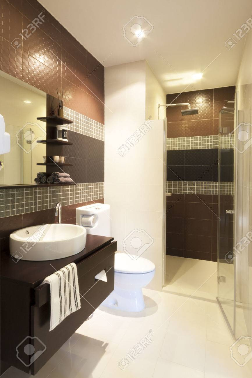 luxury modern style interior bathroom. Standard-Bild - 31446746