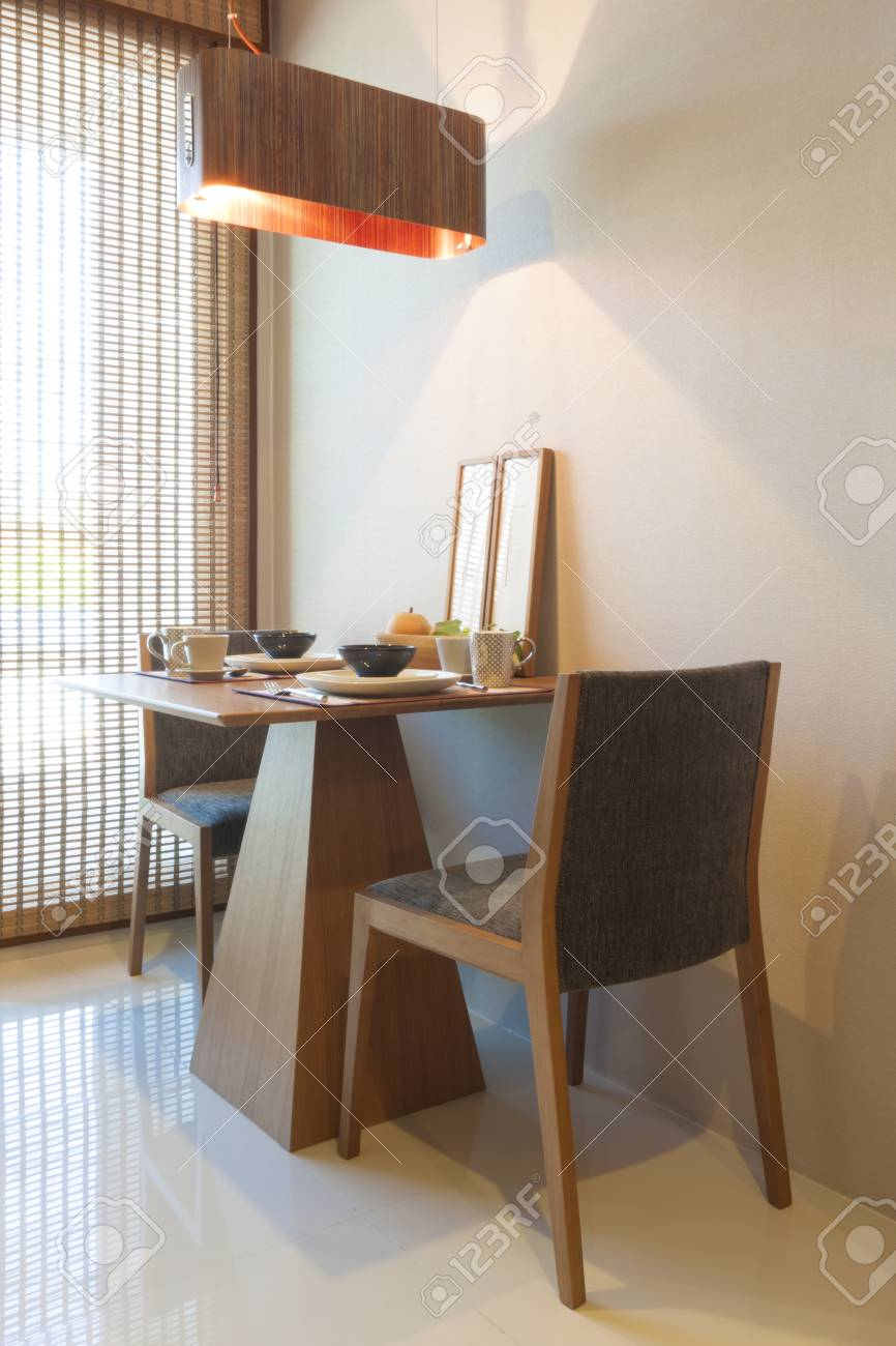 Japonais Table A Manger De Style Pour La Mise En Couple