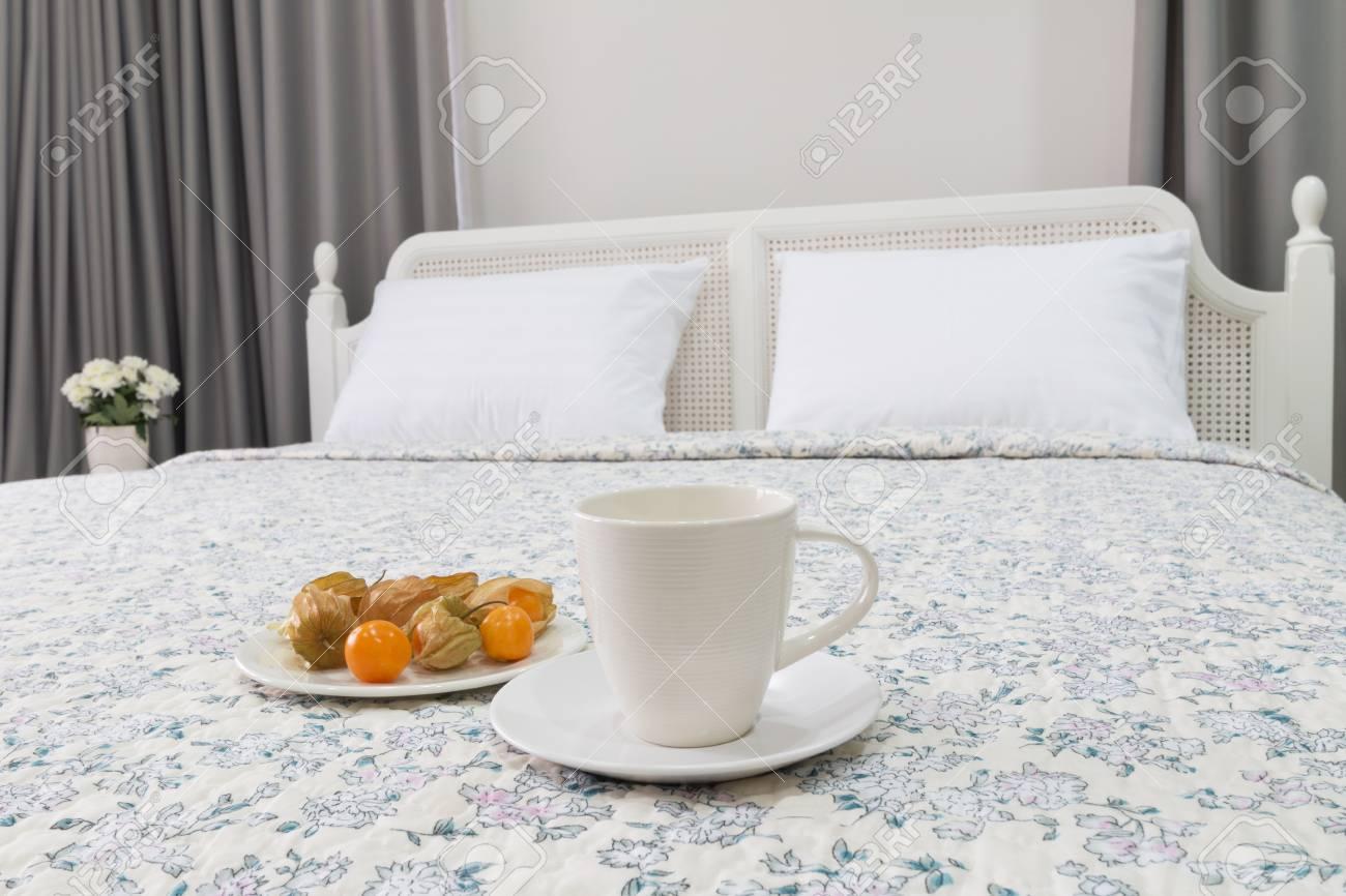 Camera Da Letto Contemporanea Classica : Immagini stock camera da letto contemporanea e classica con