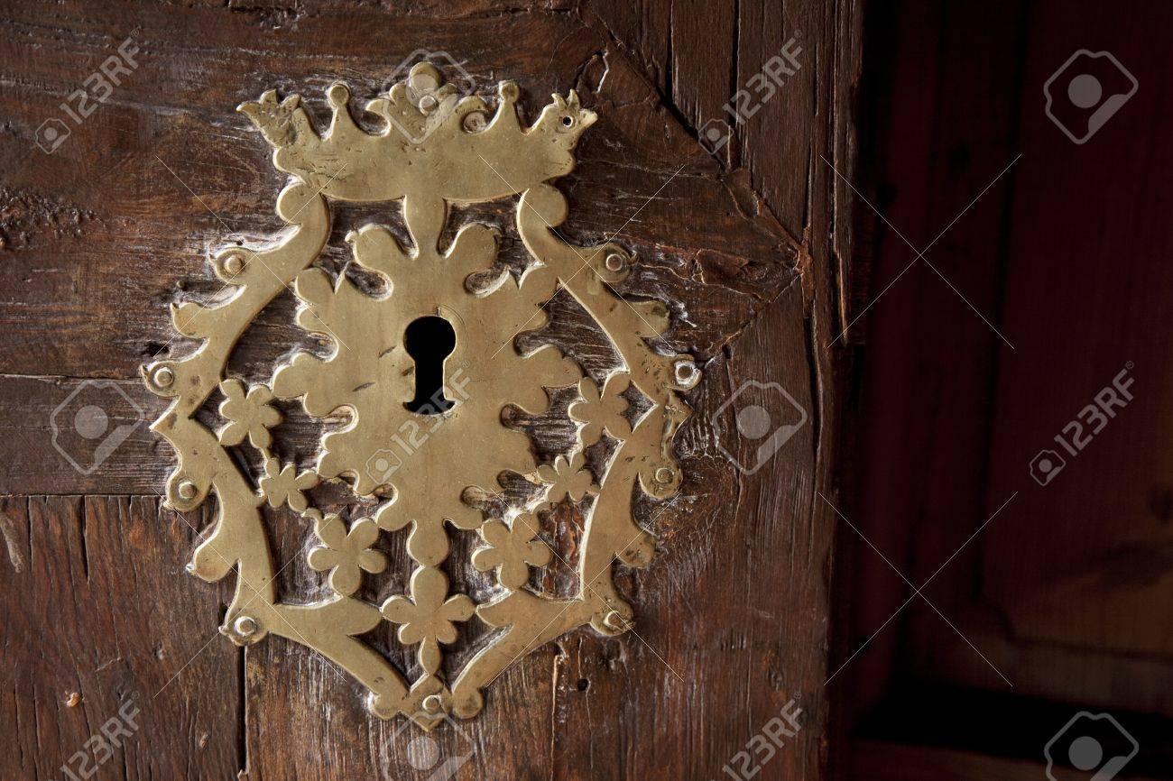 Keyhole on Old Wooden Door Stock Photo - 8745833