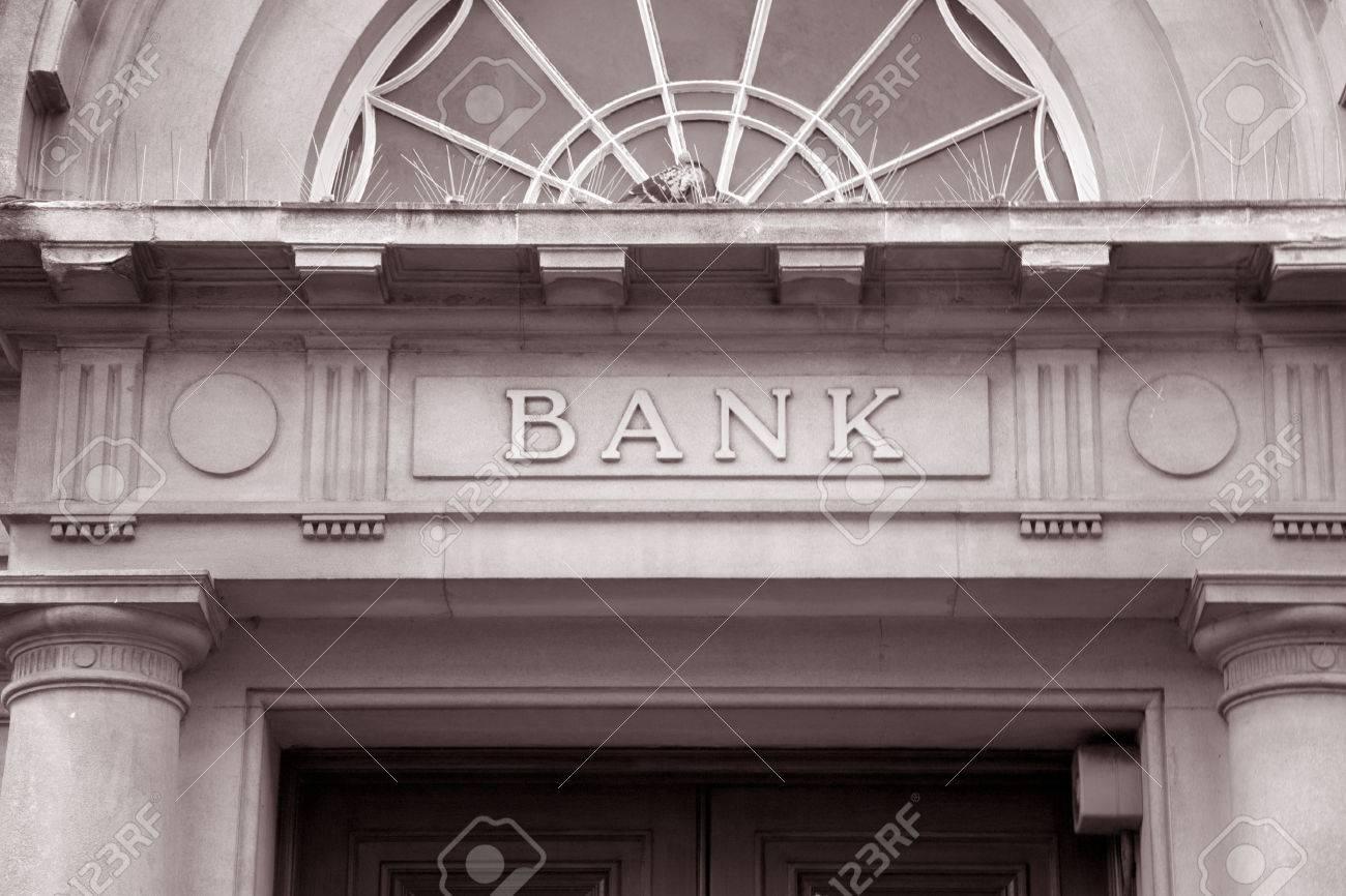 Entrée Noir Et Blanc signe de la banque au cours porte d'entrée en noir et blanc sépia