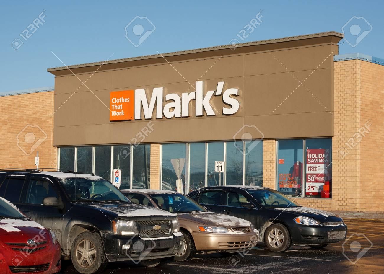 Truro, Canadá - 11 De Diciembre 2013: El Trabajo Wearhouse De Marcos ...