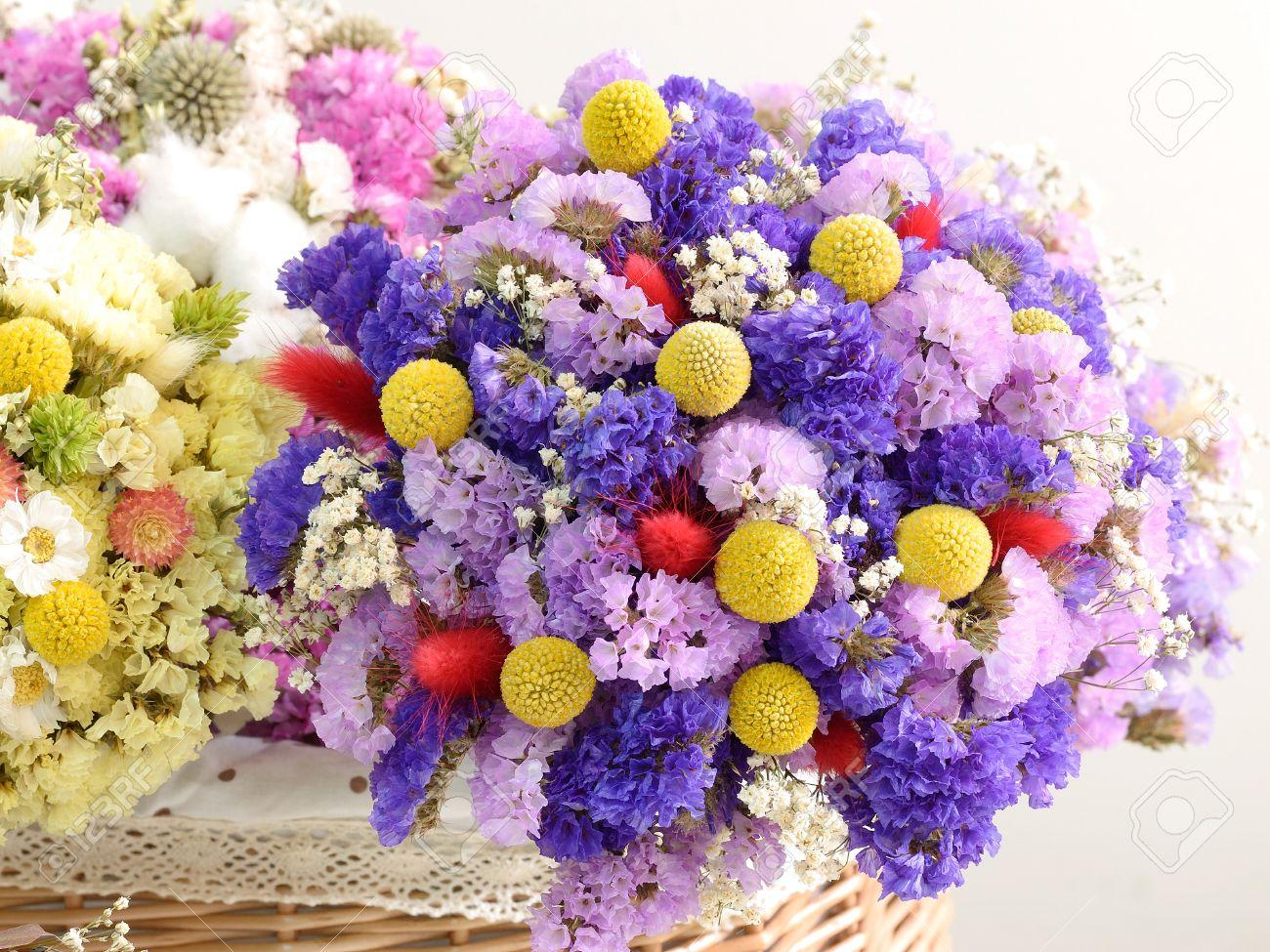 Mazzo Di Fiori Secchi.Multiple Dried Flowers Tied With Bouquets Put In The Basket Stock