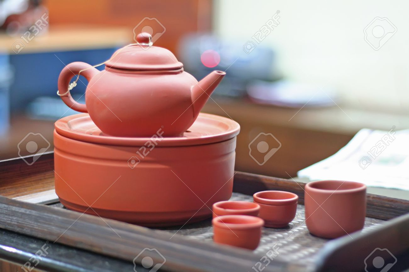 Traditional chinese teapot and serving tray in pink ceramic Stock Photo - 1499023