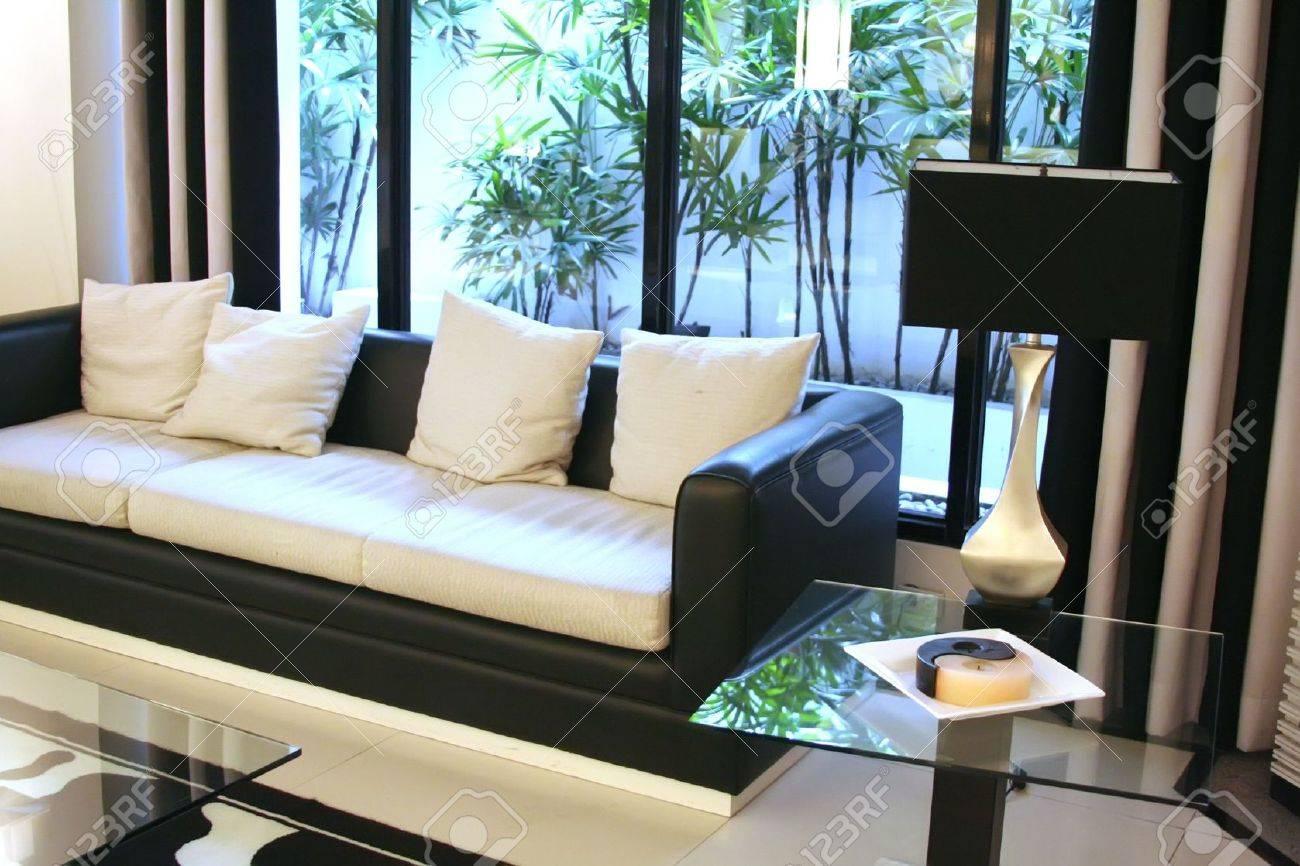 Salon salle d'attente avec moderne et élégant noir et blanc de ...