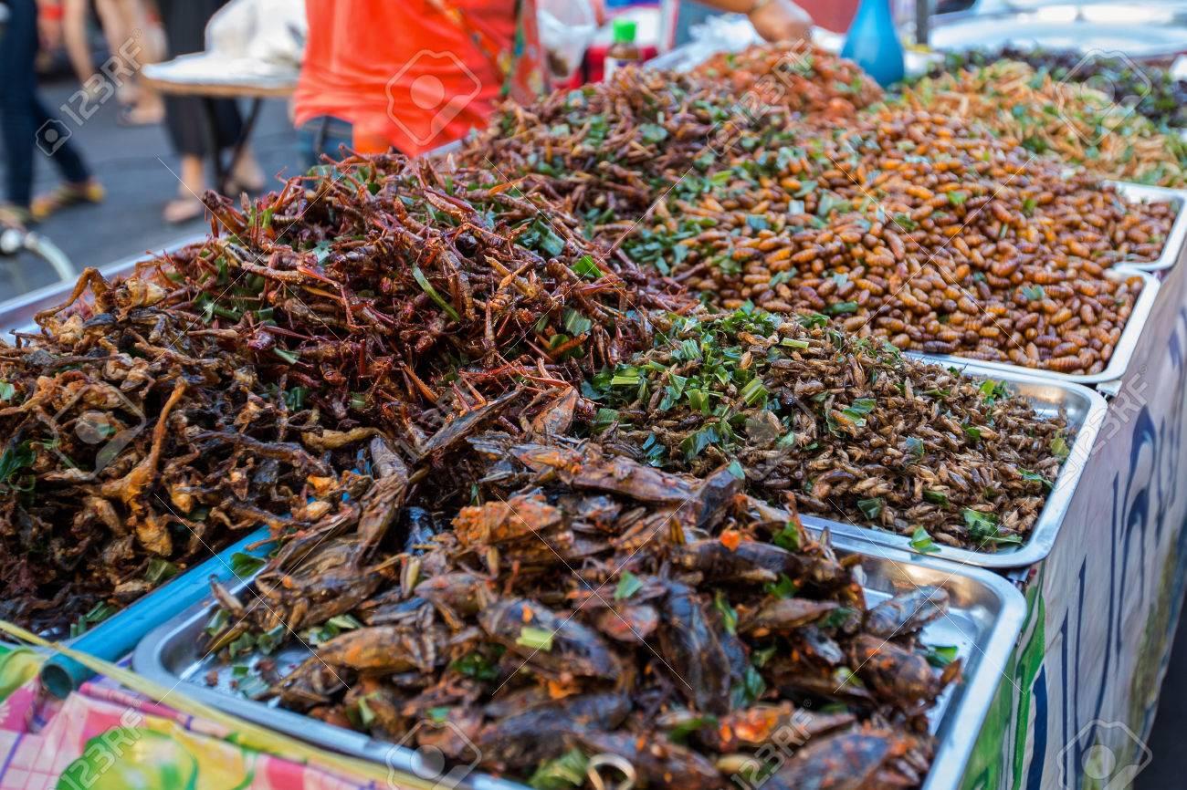 """""""Ulična hrana"""" - STREET FOOD 75435591-insect-gebraden-het-voedsel-op-straatvoedsel-in-thailand-een-snack-vaak-gebruikt-in-azi%C3%AB-zachte-focus-"""