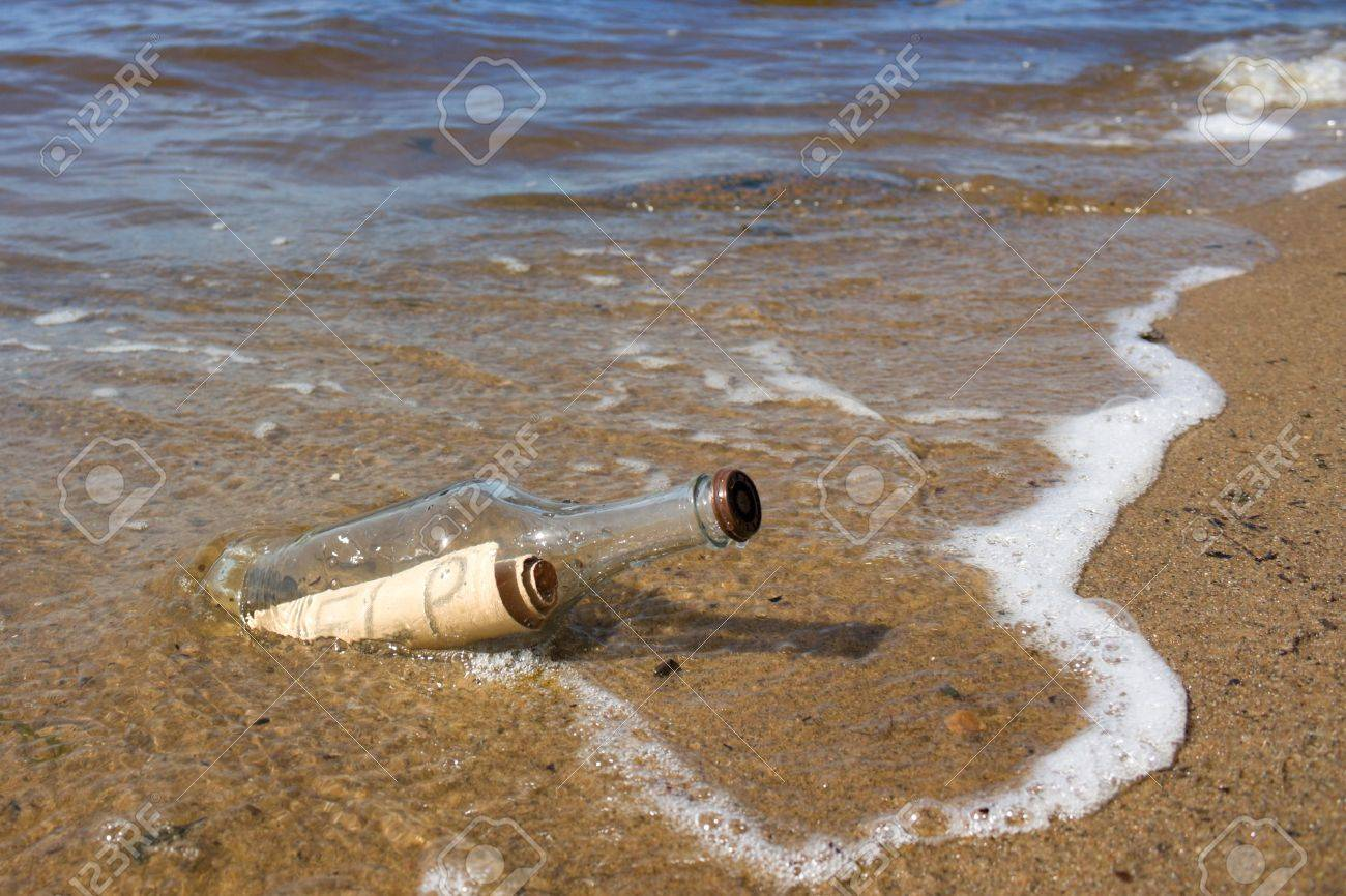 A bottle with a note thrown into the sea. Stock Photo - 7989309