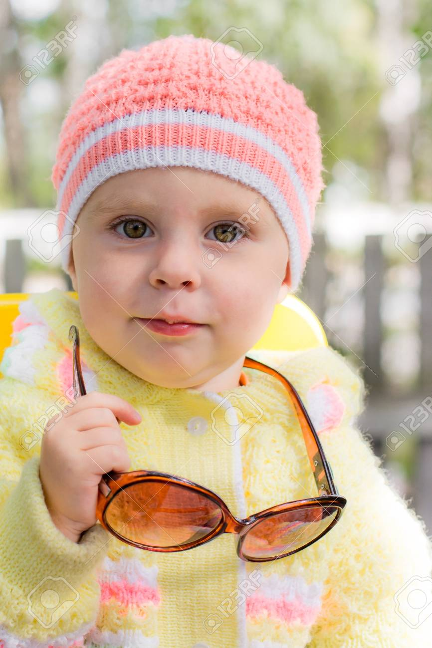3429b9ad233 kid wearing sunglasses outside in the park Stock Photo - 15647007