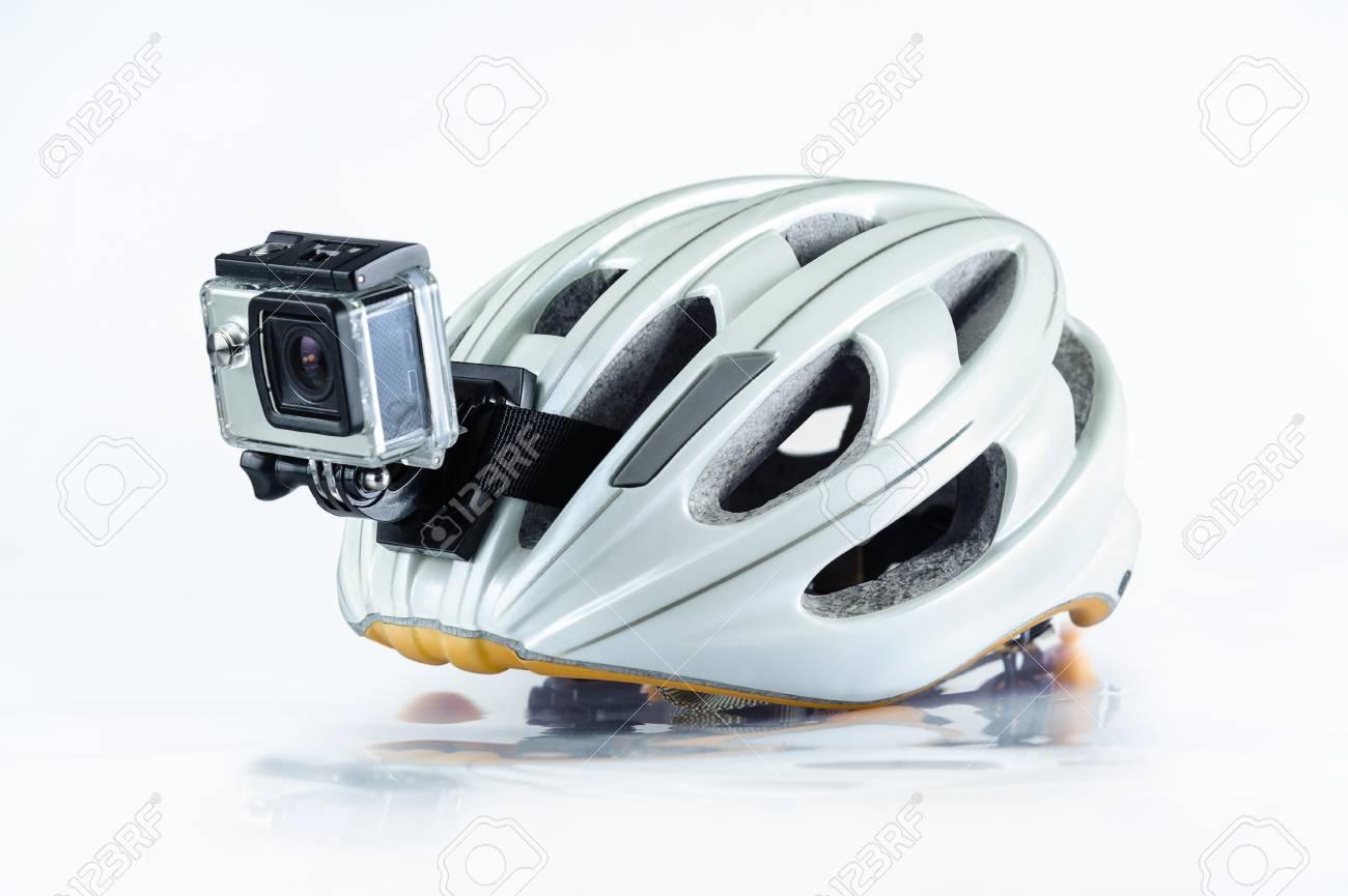 Monte En Bicicleta El Casco Con La Cámara Delantera De La