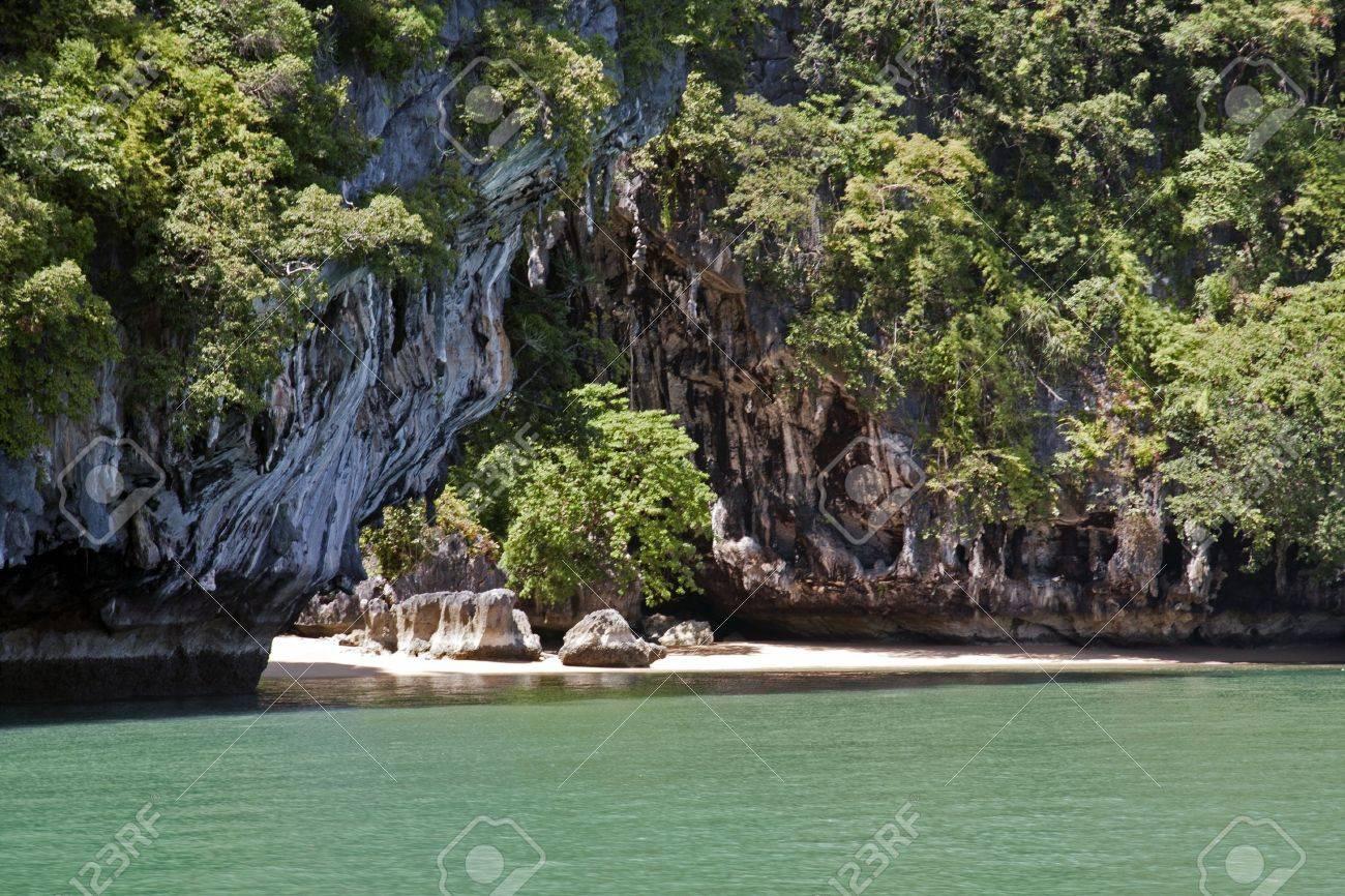 Beach on Koh Phanak, Phang Nga Bay Stock Photo - 12284114