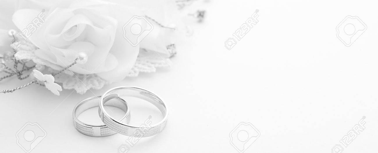 Trauringe Auf Hochzeitskarte Auf Einem Weissen Hintergrund Rahmen