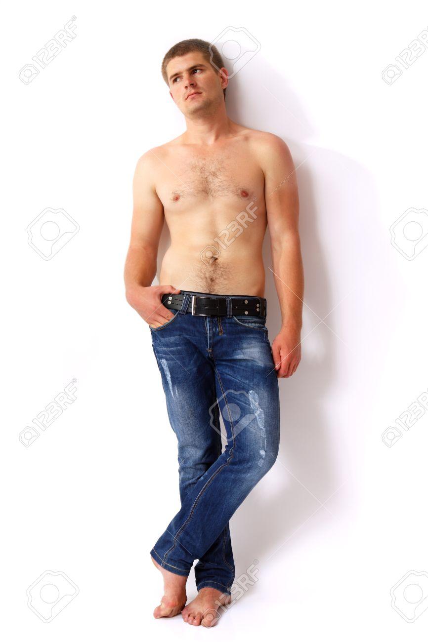 homme pieds nu