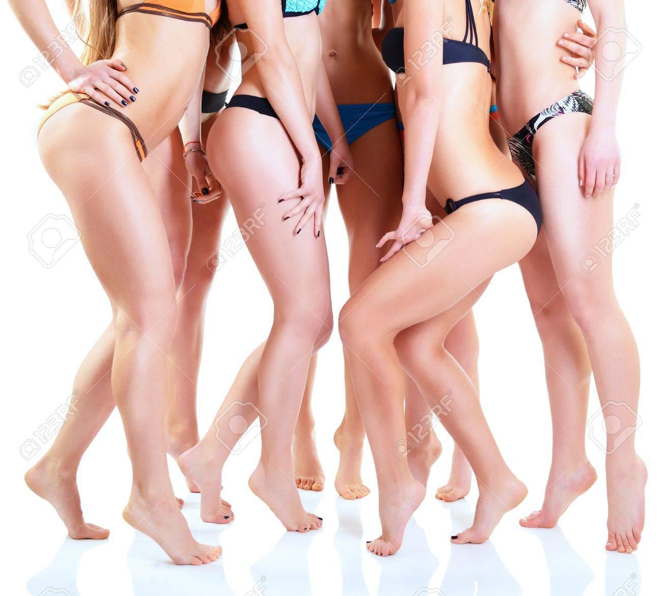 Ragazze In Bikini Con Corpi Perfetta Vestibilità, Gruppo Di Giovani ...
