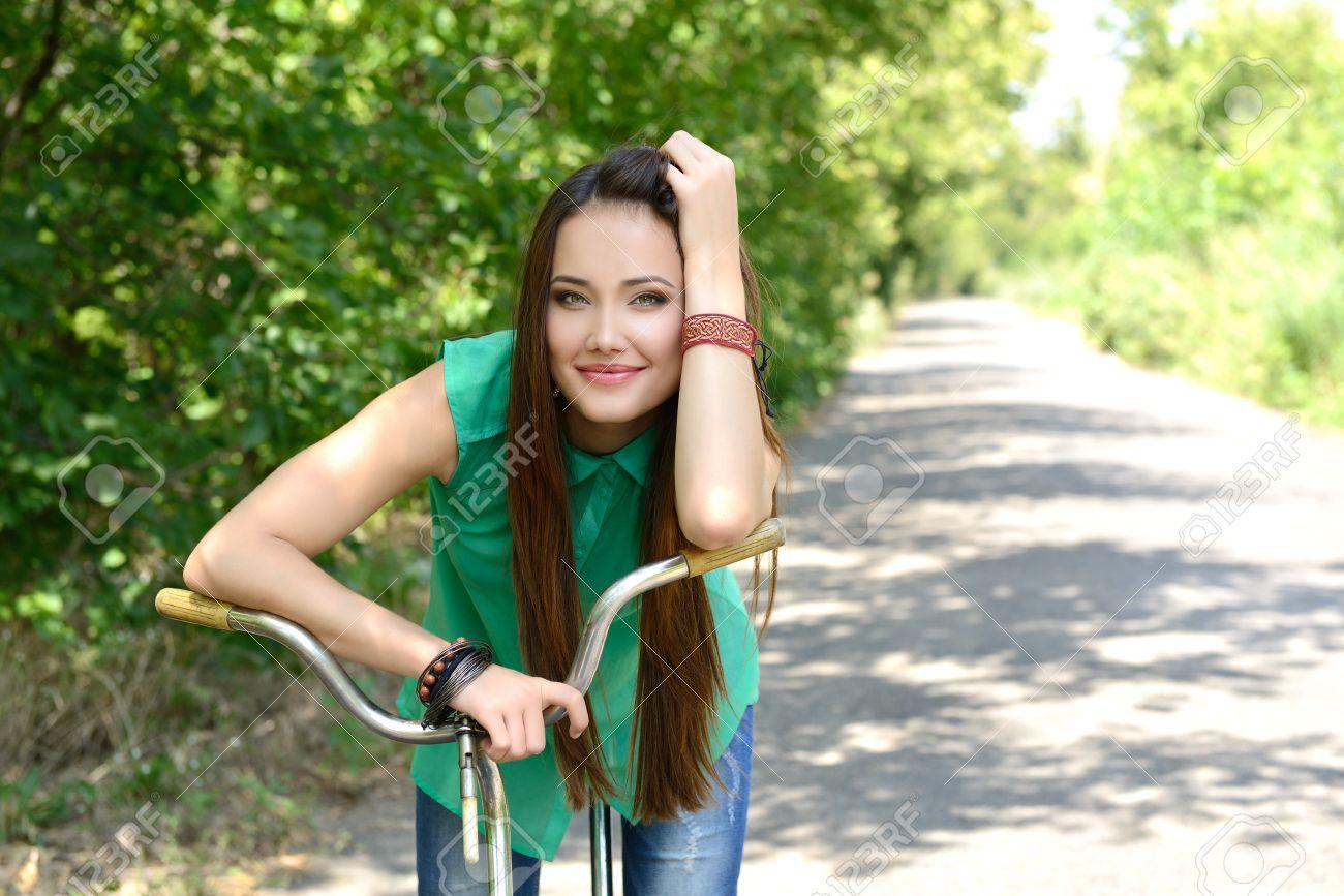 Деревенские девушки на велосипедах фото фото 581-966
